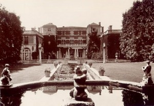 Fountains and Formal Gardens
